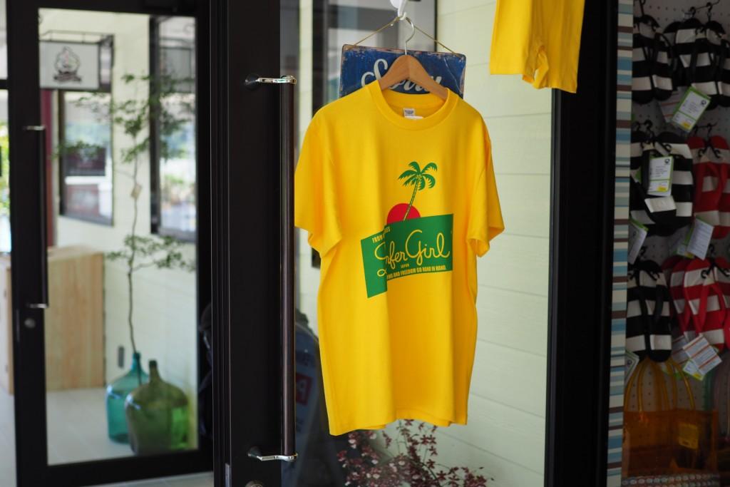 サーファーガールのTシャツ