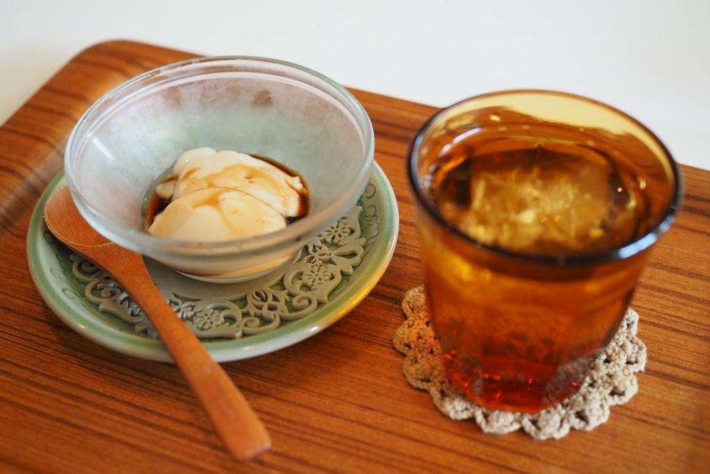 デザートとジャスミン茶