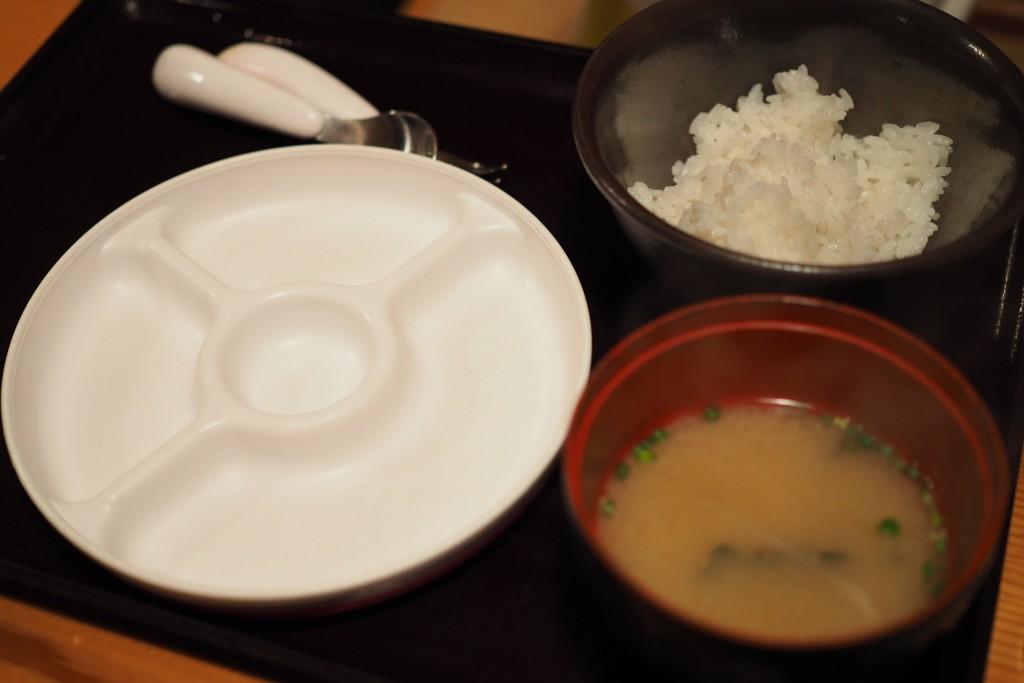 子供用のご飯と味噌汁