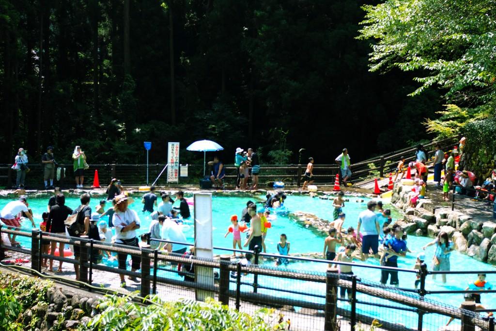 調音の滝公園の流水プール