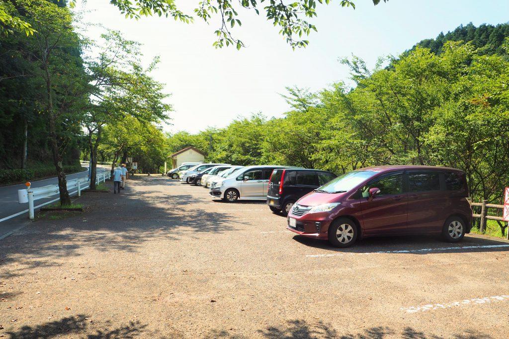 河内河川プールの駐車場