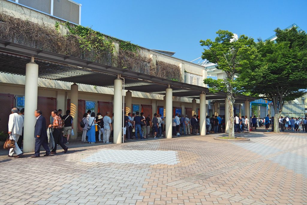 入場券売り場の列