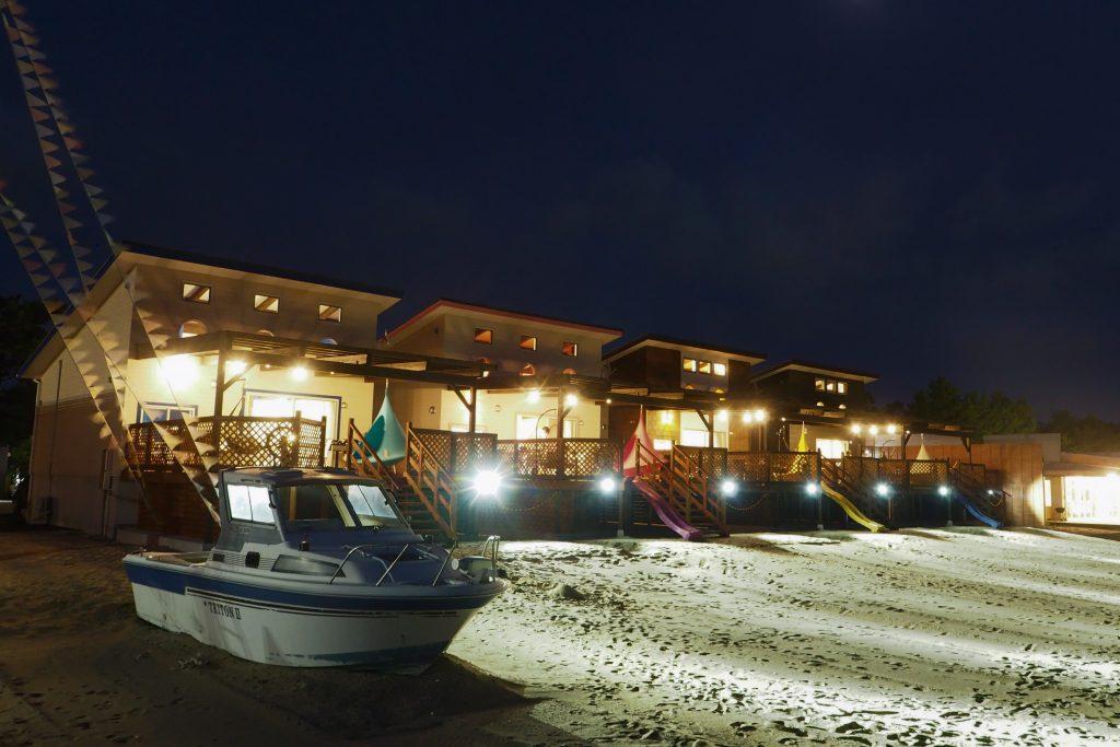 砂浜をライトアップ