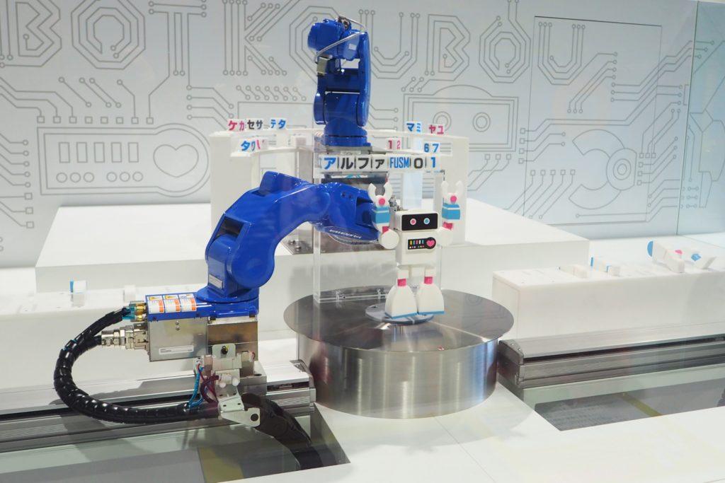 ロボットを組み立てるロボット