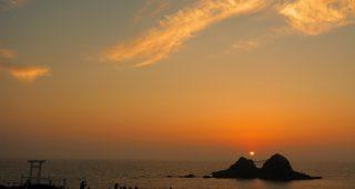 【二見ヶ浦の絶景】夫婦岩の間に夕日が沈む夏至の頃 − 糸島