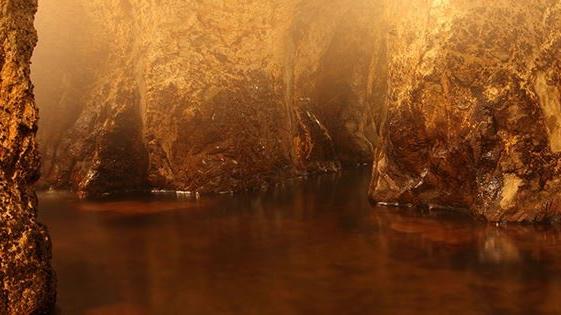 新明館「洞窟風呂」
