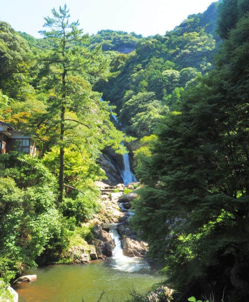 九州一ともいわれる豪快な落差