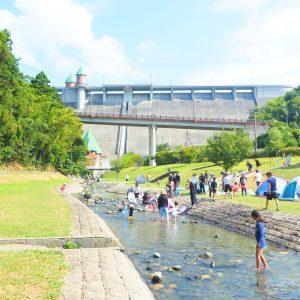鳴淵ダムで川遊び