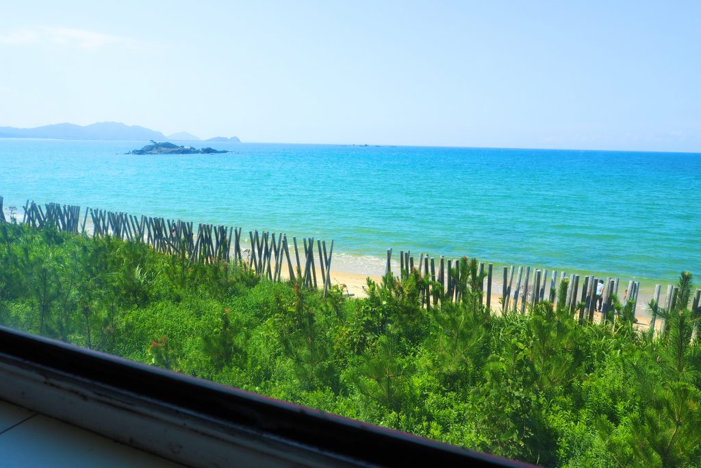 バスの2階から眺める海