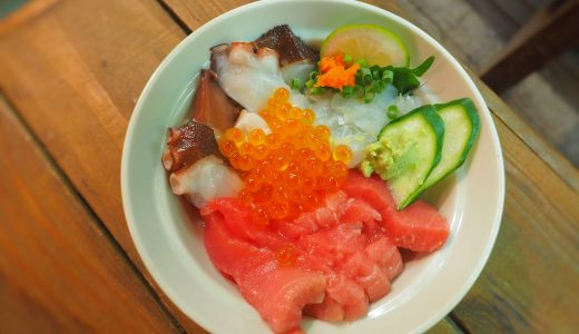 大學丼でオリジナル海鮮丼