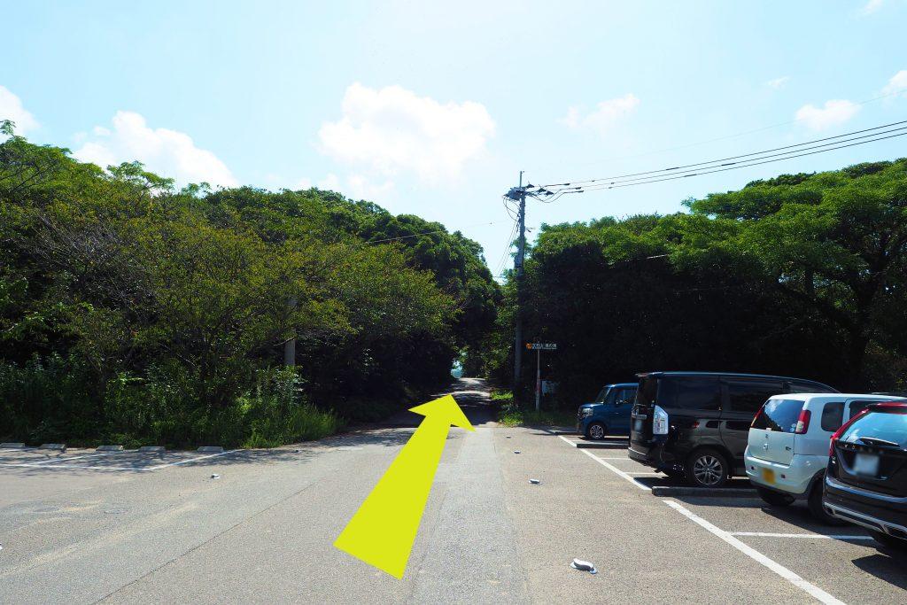 芥屋第一駐車場から登山口へ