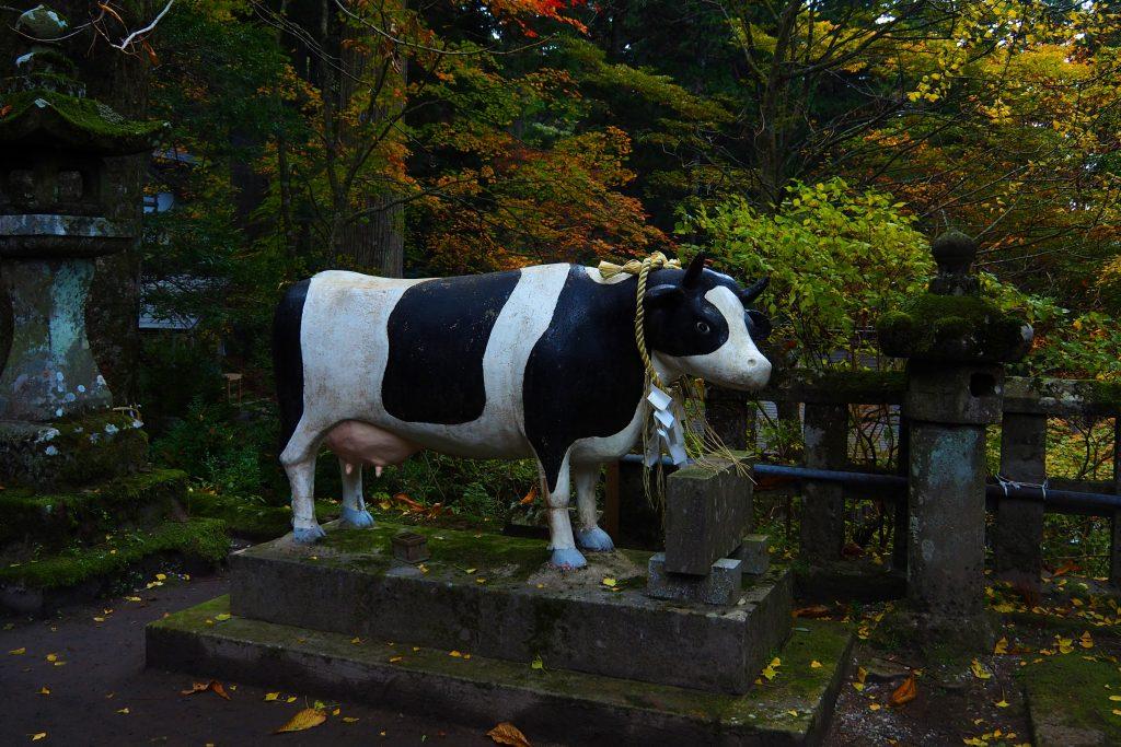 高住神社の牛の像