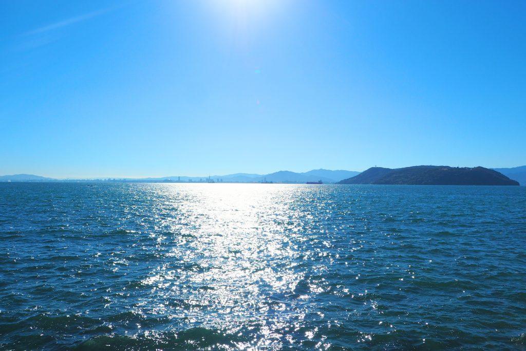 能古島が大きく見える