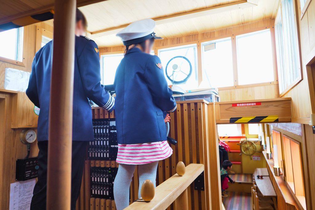 制服を着て船長体験