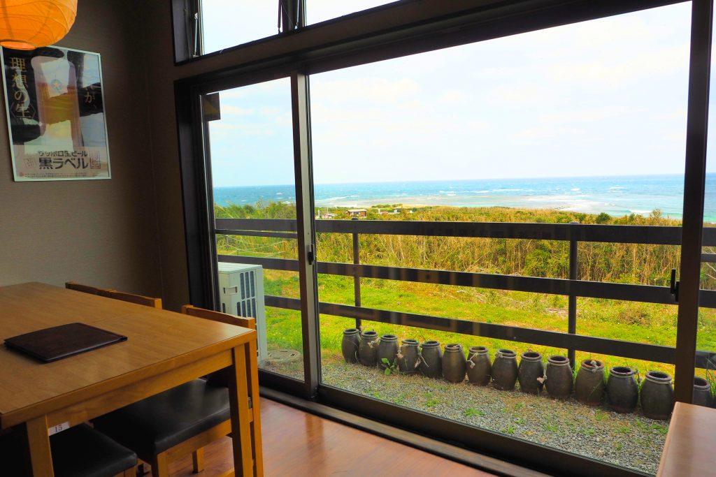 夢岬の店内から見える海
