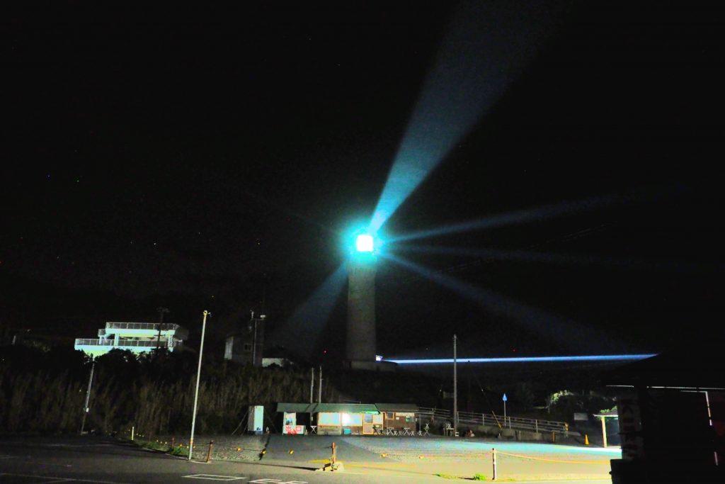 角島灯台の夜間点灯